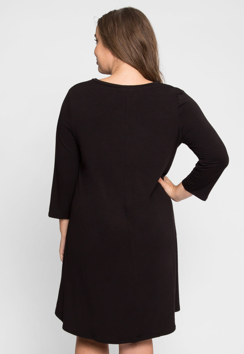 Plus Size V-Neck Trapeze Dress in Black