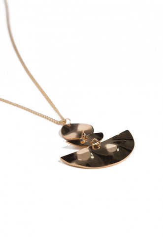 Seismic Pendant Necklace in Gold