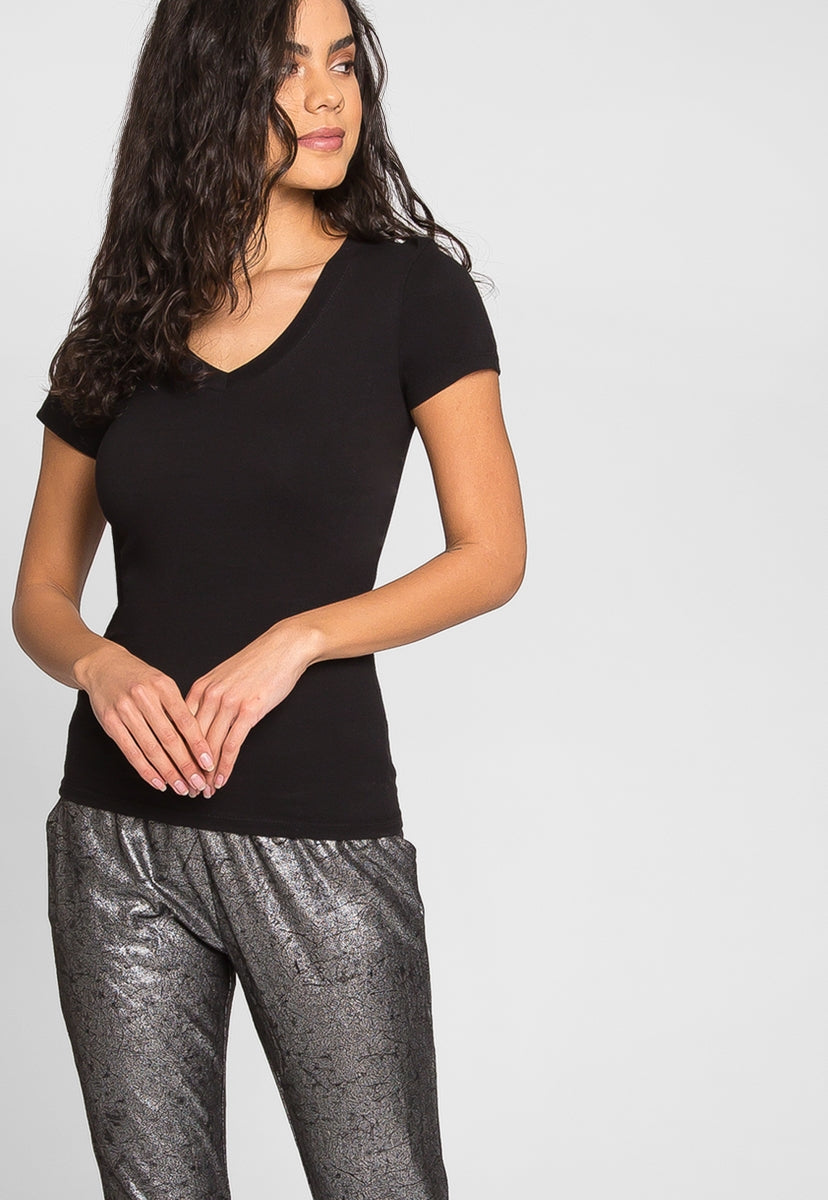 Olivia Fitted V-Neck Tee in Black - T-shirts - Wetseal