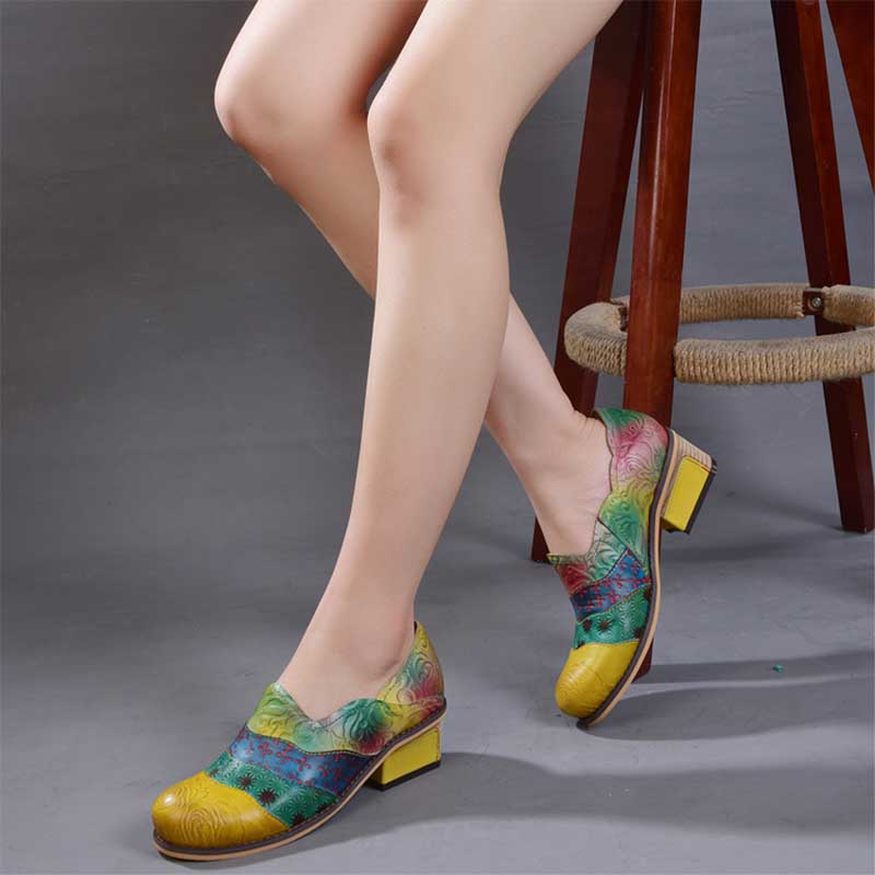 Embossed color matching literary leather shoes