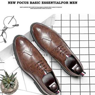 Men's broch leather pointed shoes