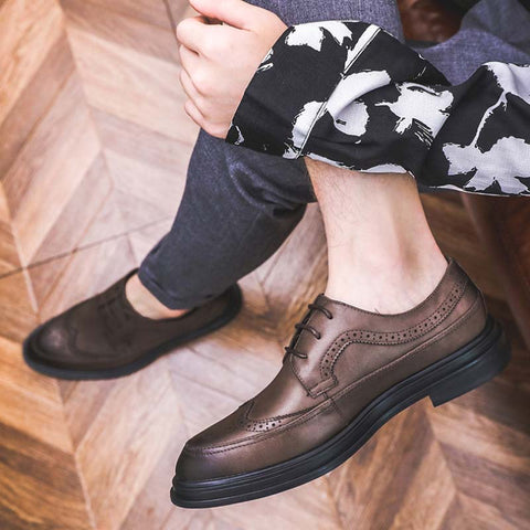 Autumn and winter new British men's Bullock business dress leather men's shoes Korean brown breathable pointed casual men's shoes