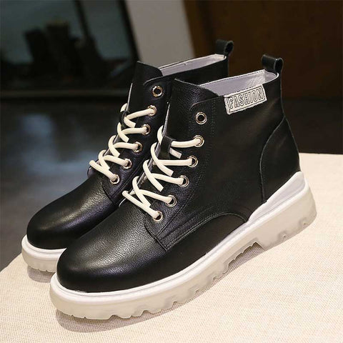 2019 autumn and winter new solid color British style fashion wild student breathable leather flat Martin boots