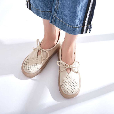 Shallow mouth casual tie with solid color hollow round loafers