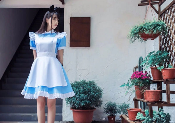 alice-in-wonderland-blue-white-costume
