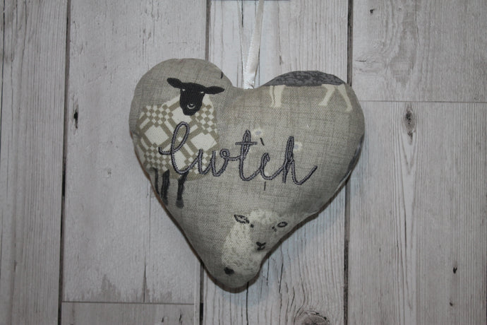 Cwtch Lavender Hanging Heart- Grey Sheep
