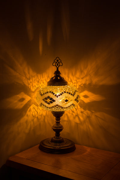 Hand Made Turkish Mosaic Size 5 Table Lamp in White Rug Design
