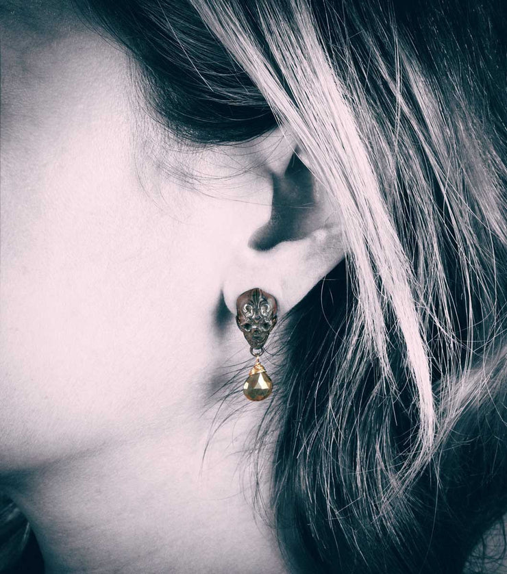 Antique Silver Skull Stud With Pyrite teardrop - Laura Cantu Jewelry - Mx