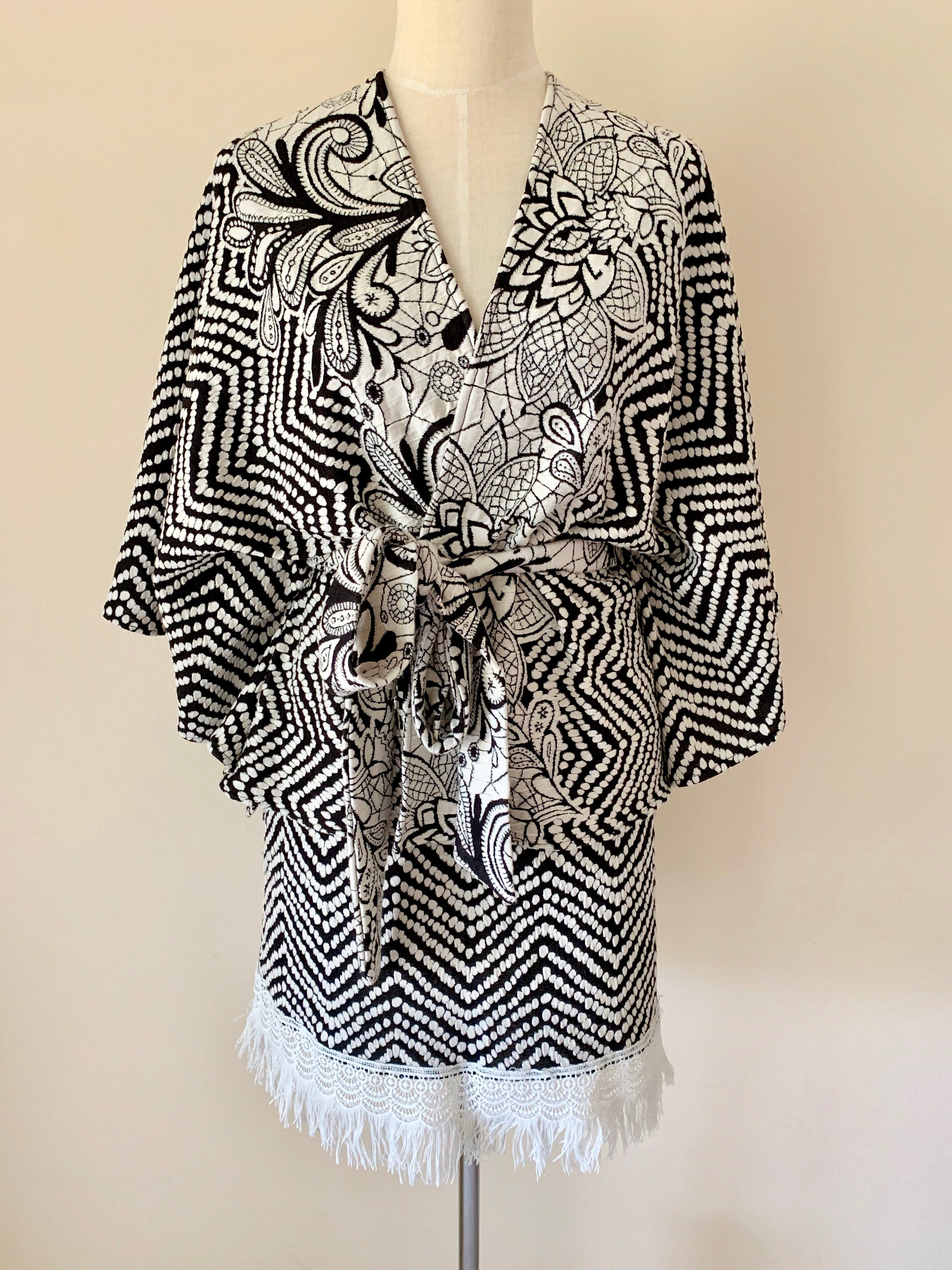 Black & white zig zag cape