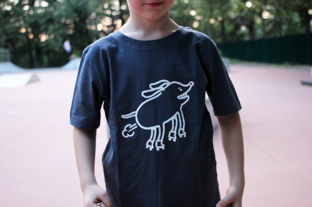 Tshirt Kids - BJORGE Rollerskating Dog - Kids T-shirt - WASHED BLUE - by Busking Bears