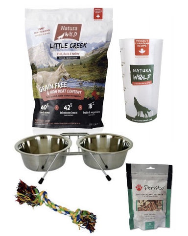 Bully-Shop.com Natura Wild LITTLE CREEK Kit chiot PUPPY Sans Céréales, 2 paquets de croquettes Natura Wild LITTLE CREEK de 1kg, 1 Porte-gamelles avec 2 écuelles en inox - 0,45L, 1 jouet, 1 paquet de friandises PERRITO, 1 gobelet doseur Natura Wild