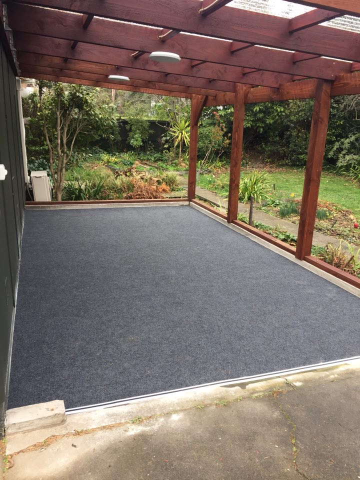 outdoor patio with carpet