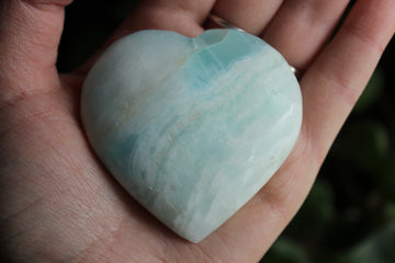 Blue aragonite/Caribbean calcite heart 1