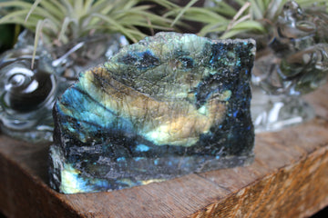 Semi polished self standing labradorite 4