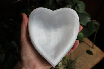 Selenite heart dish 2