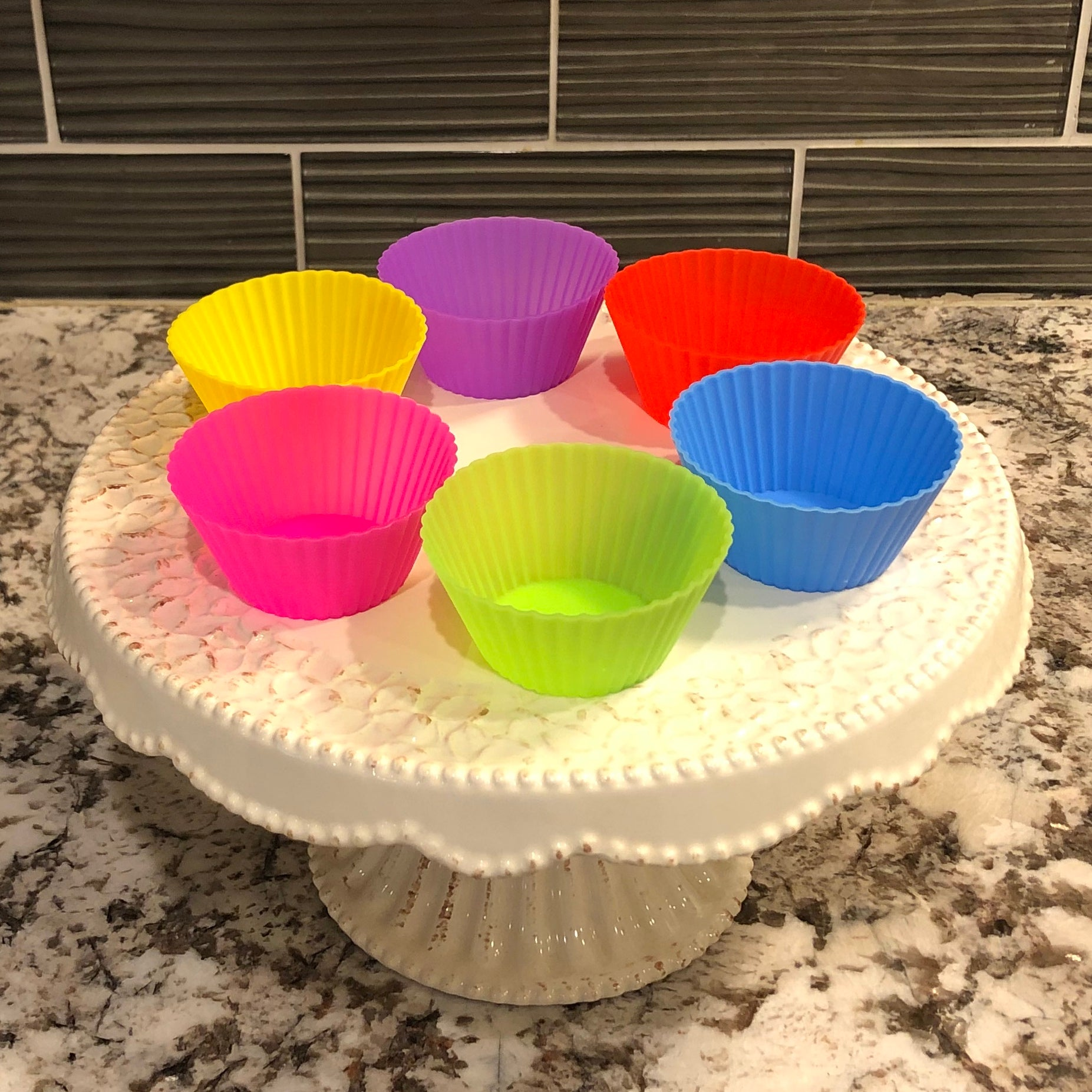 12 Reusable Silicone Baking Cups - Threaded Pear