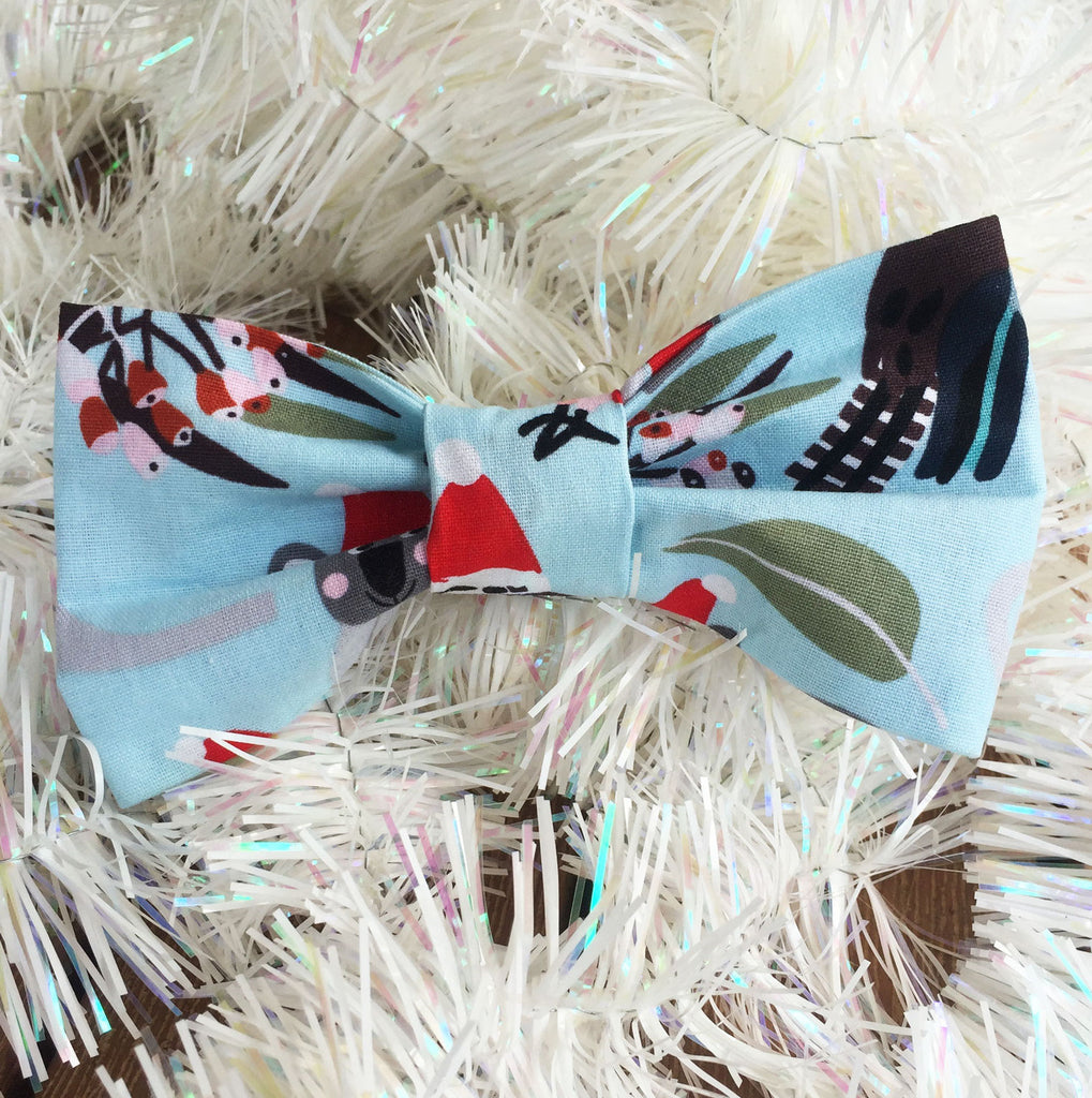 "Xmas Dog Bow Tie, ""Native Wildlife"" - Pale Aqua"