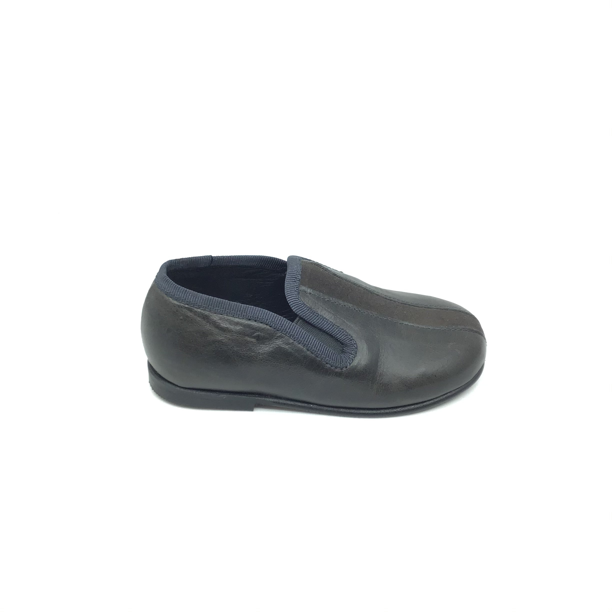 Luccini Gray Slip On with Gray Suede Center