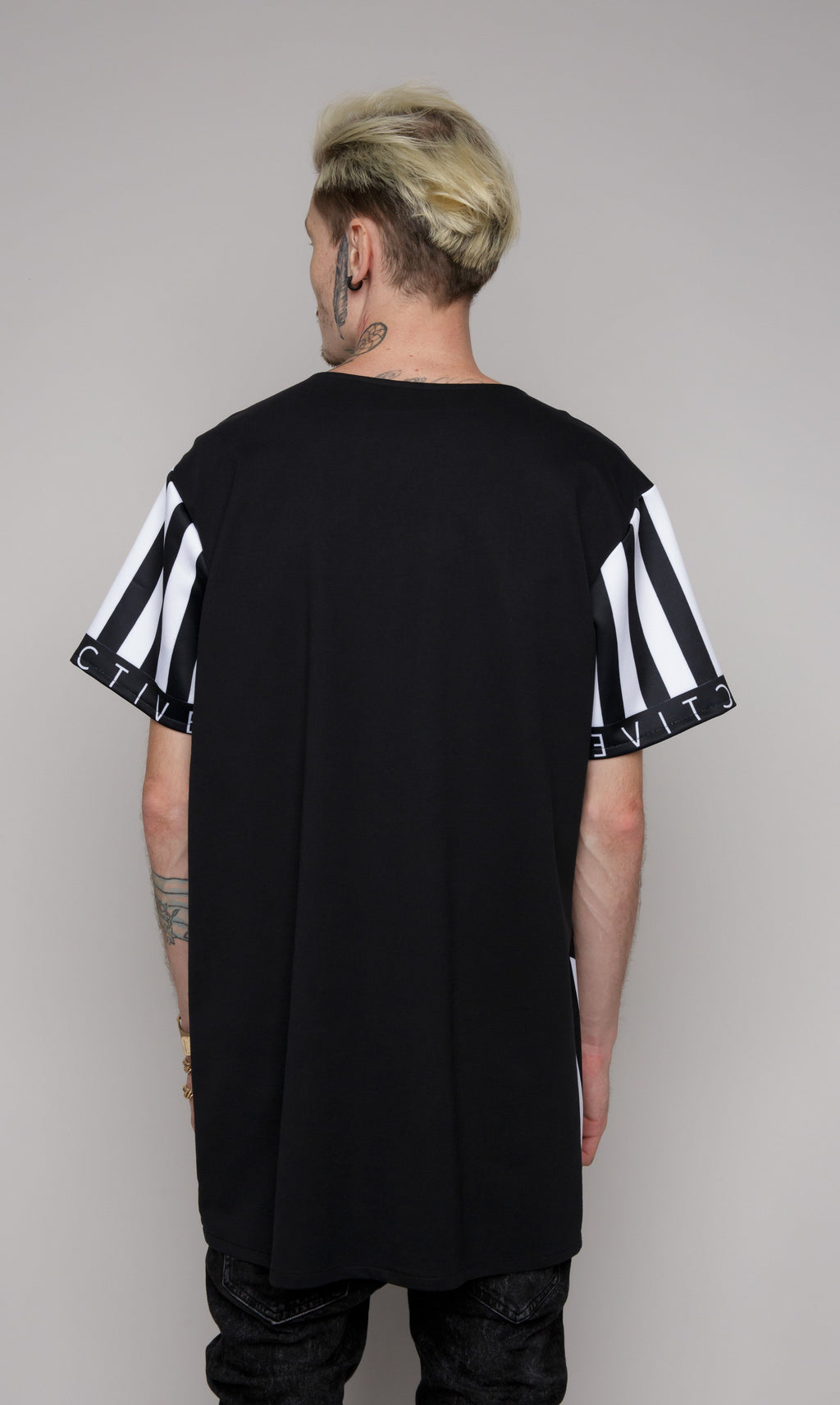 t-shirt with black and white lines