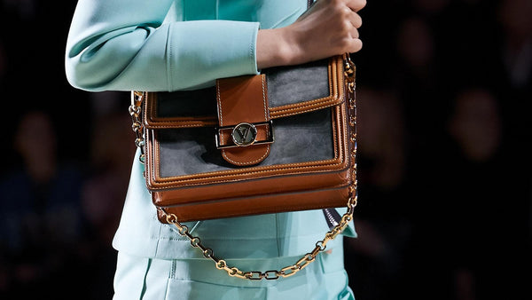 Handbag-held-during-catwalk-jpg