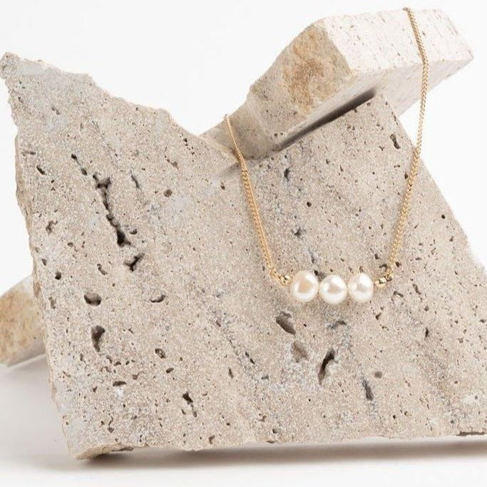 Rosi 3 pearls necklace