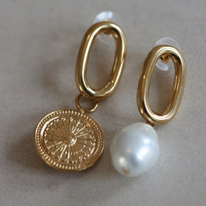 Audrey SINGLE pearl earring