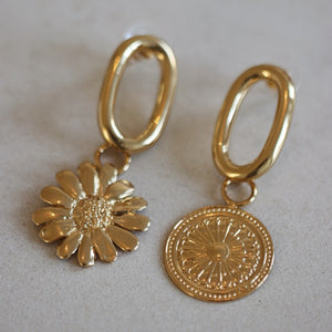 Aurelia single gold coin earring