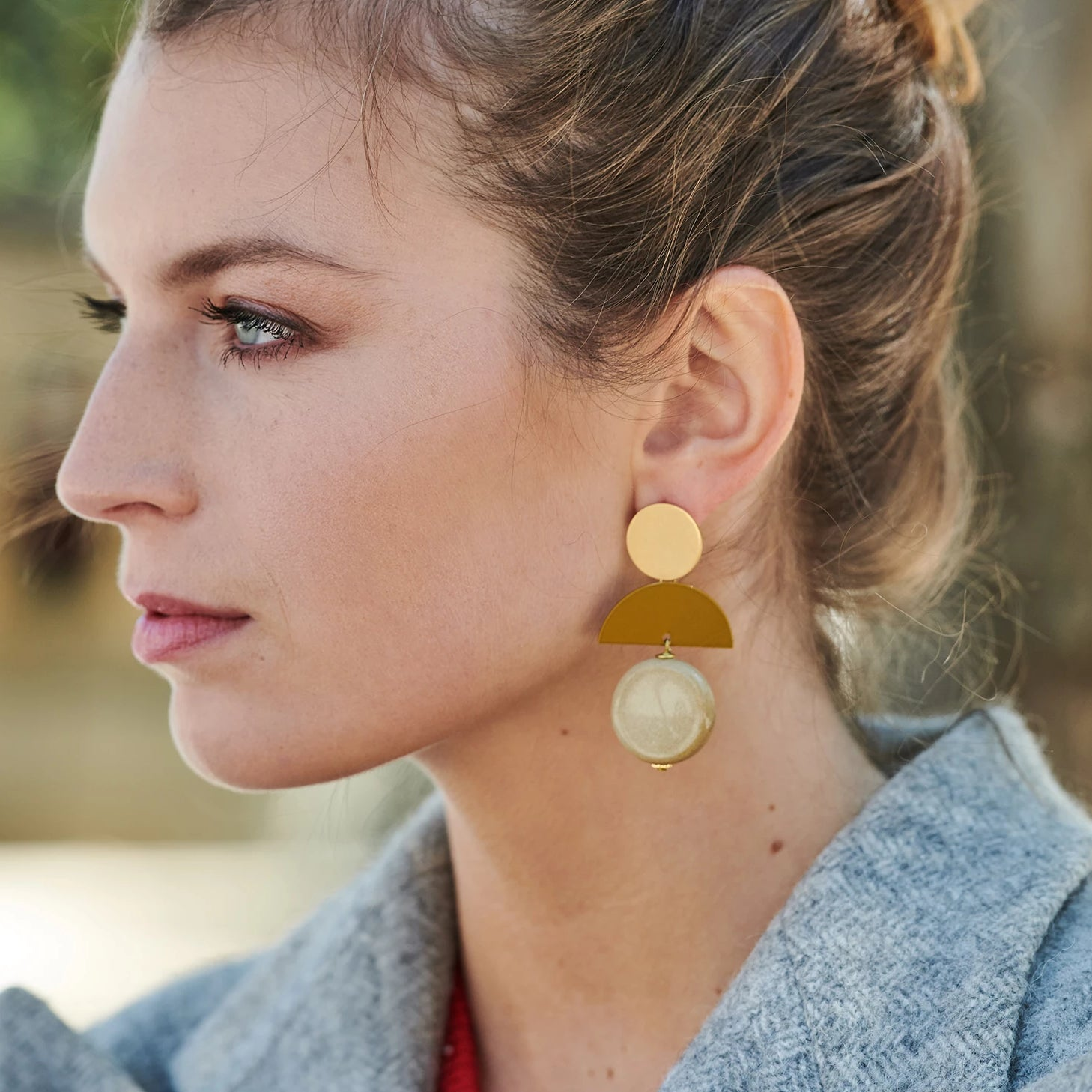 Clara statement beige earring