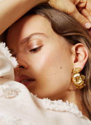 Floral hoop gold earrings - Souvenirs de Pomme