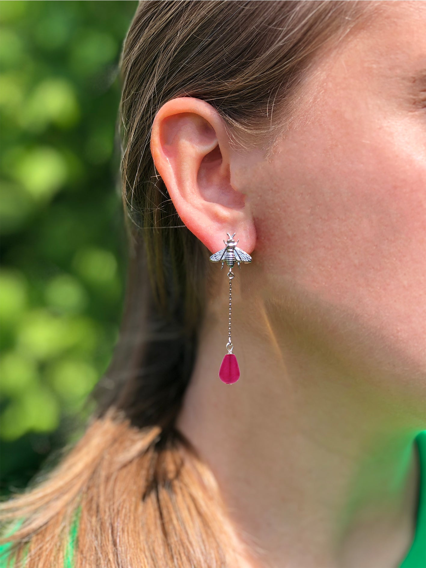 Bee long earring silver fuchsia
