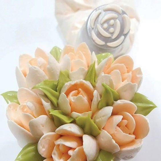 Trendy Gem Piping Bags & Tips Flower Magic™ Frosting Nozzle Kit