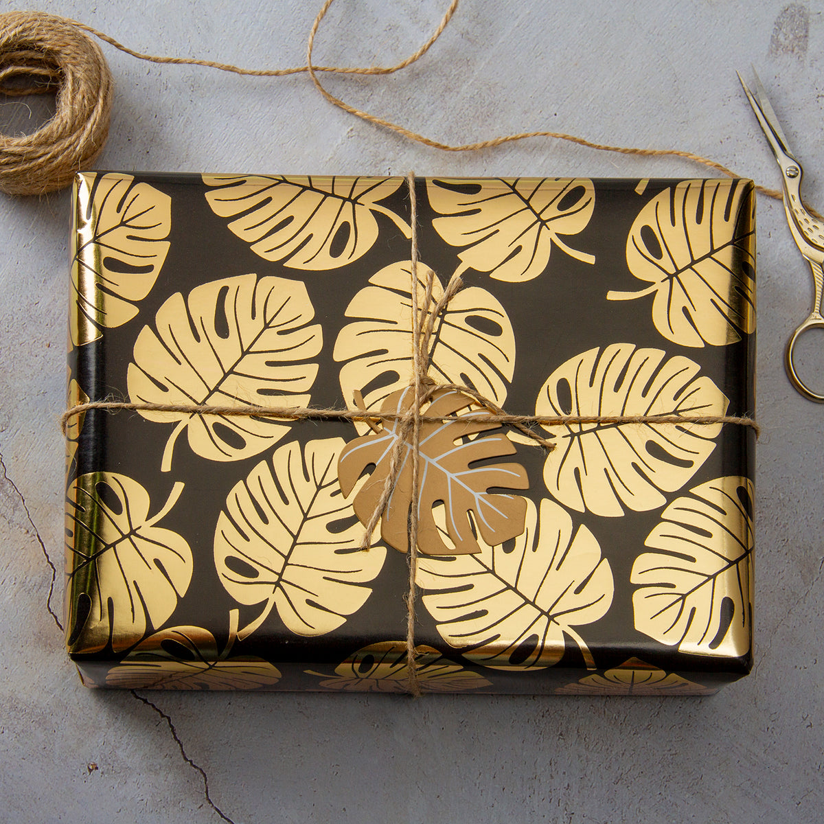 Wrapaholic- Black-and- Gold-Foil- Tropical-Palm- Leaves-Gift- Wrapping- Paper-Roll-4
