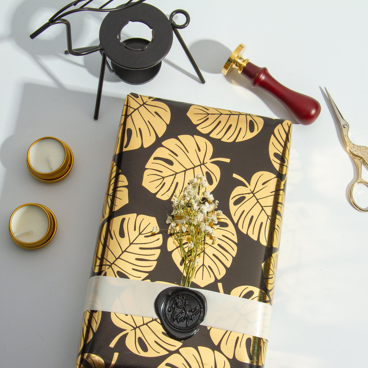 Wrapaholic- Black-and- Gold-Foil- Tropical-Palm- Leaves-Gift- Wrapping- Paper-Roll-5