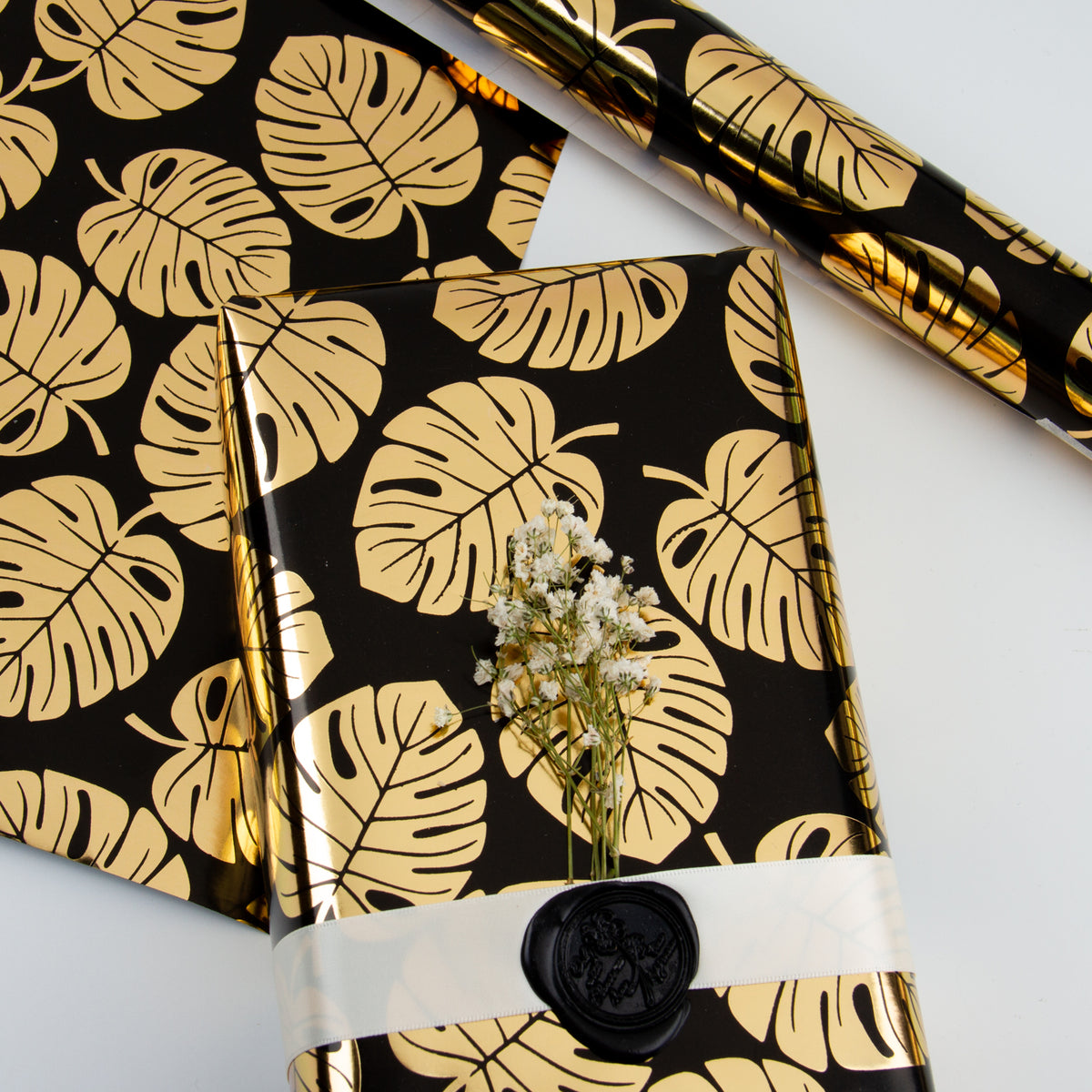 Wrapaholic- Black-and- Gold-Foil- Tropical-Palm- Leaves-Gift- Wrapping- Paper-Roll-6