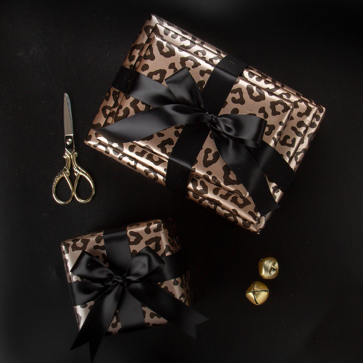 Wrapaholic- Leopard-Print Gift-Wrapping-Paper-Roll-4