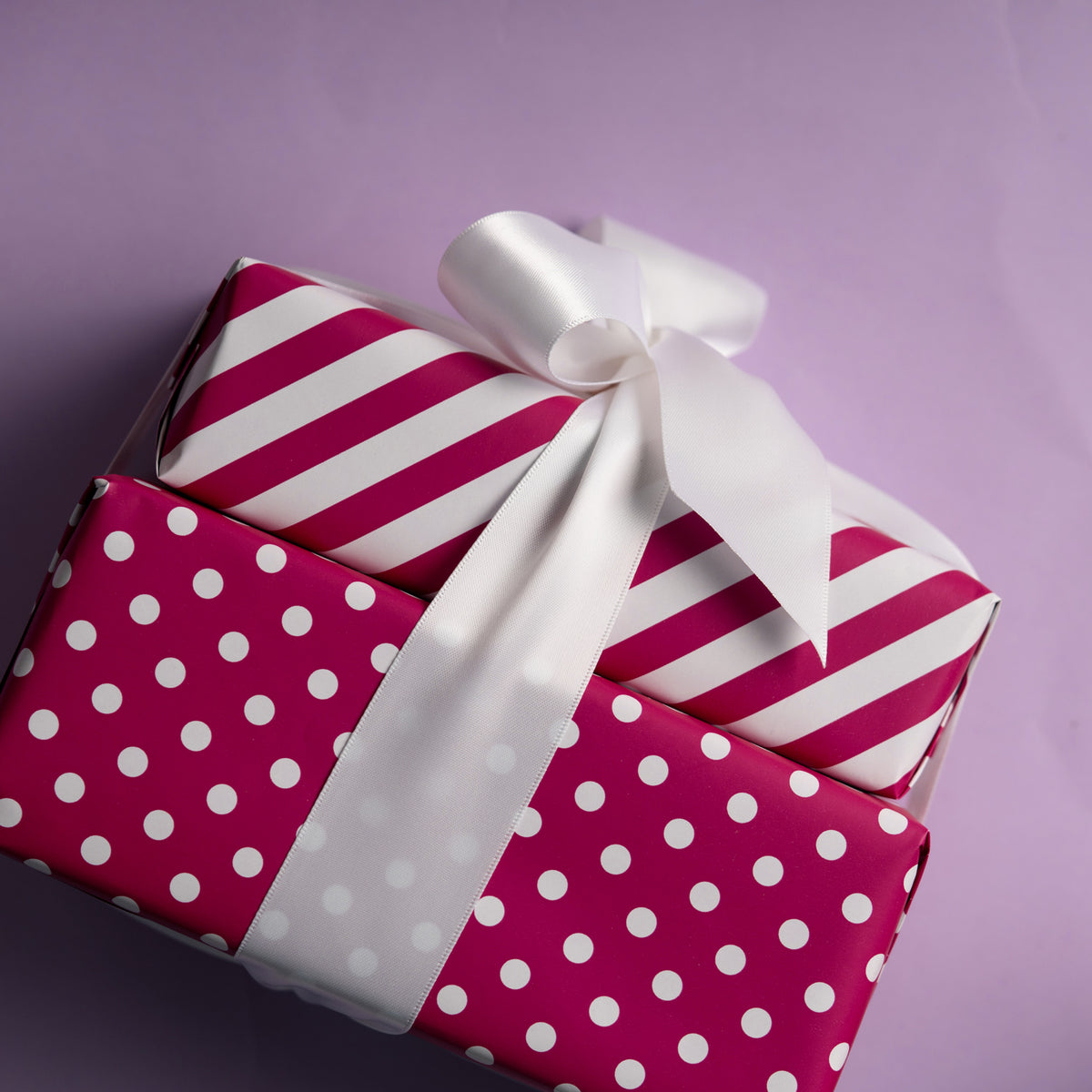 Wrapaholic- Medium-Violet -Red-and- Polka-Dot- Design-Reversible-Gift- Wrapping-Paper-6