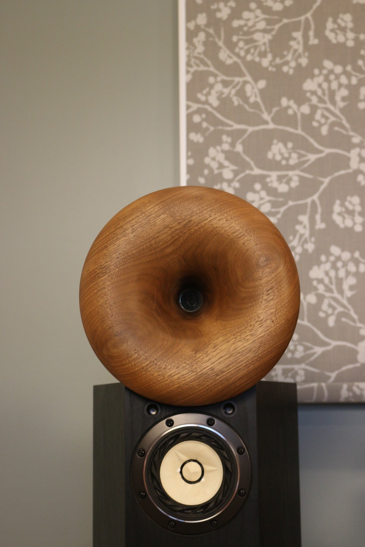 "1 kHz Exponential Spiral (ES) Horn, 9"" Outside Diameter, 1"" Throat Diameter"