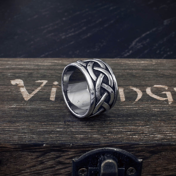 Endless Celtic Knot Band - Stainless Steel