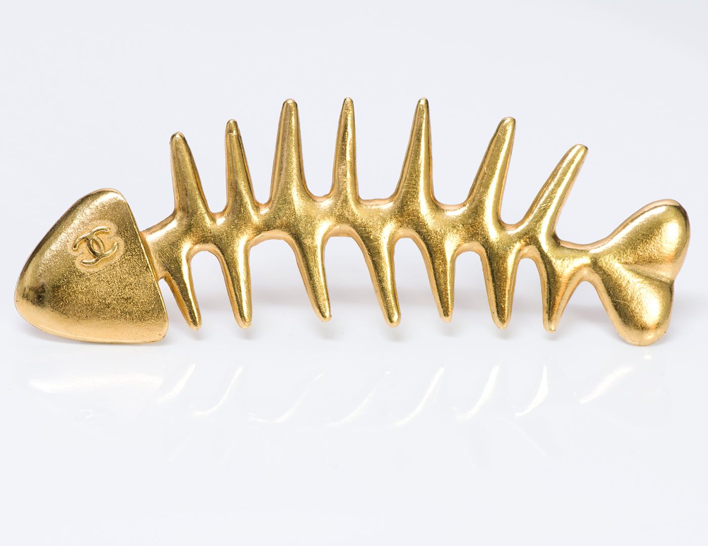 vintage-chanel-gold-tone-fishbone-brooch