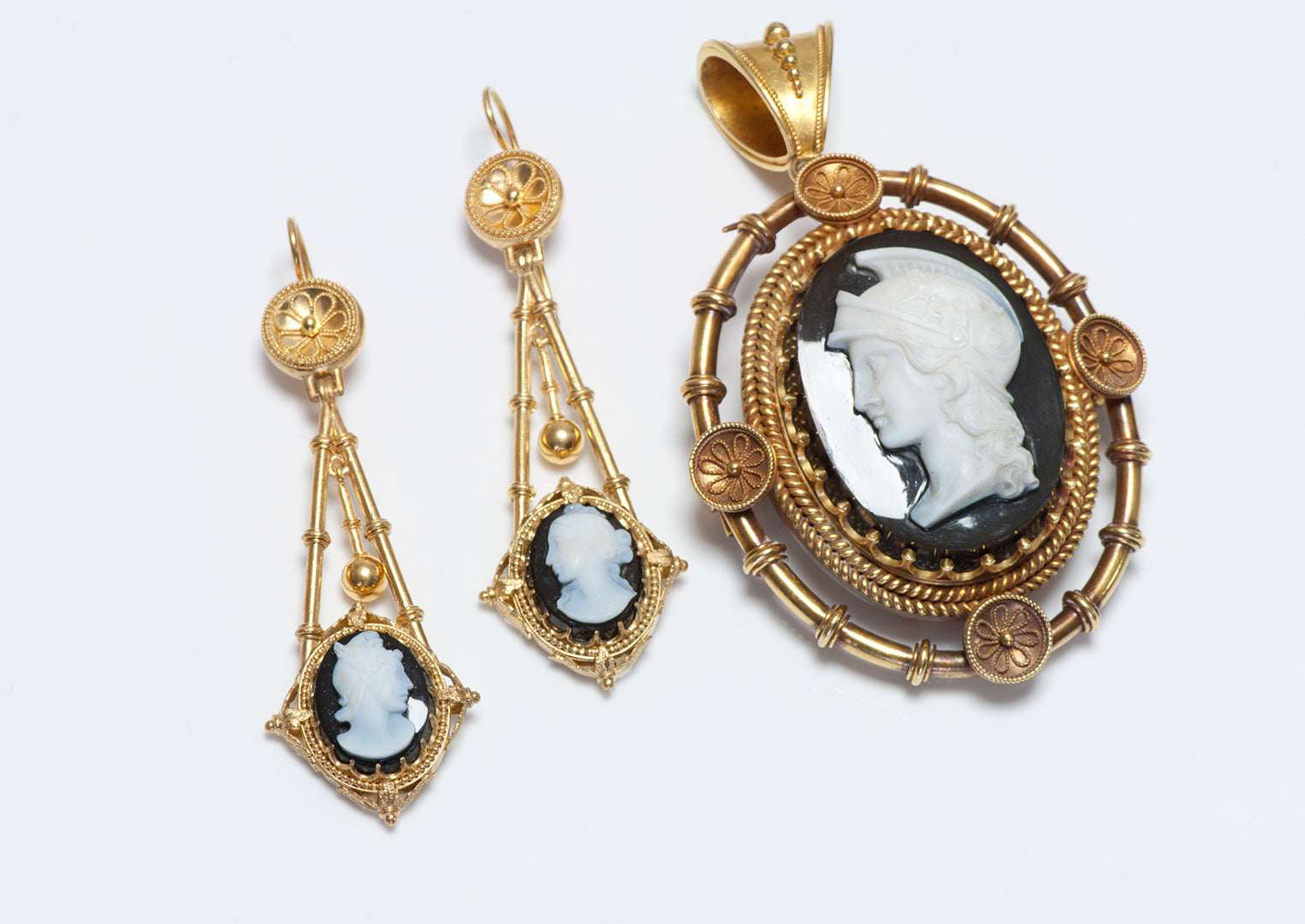 antique-gold-cameo-earrings-pendant