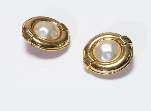 CHANEL Paris 1980's Pearl Round Earrings