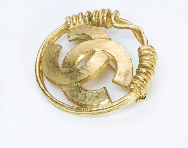 CHANEL CC Spring 1994 Gold Plated Wire Round Brooch