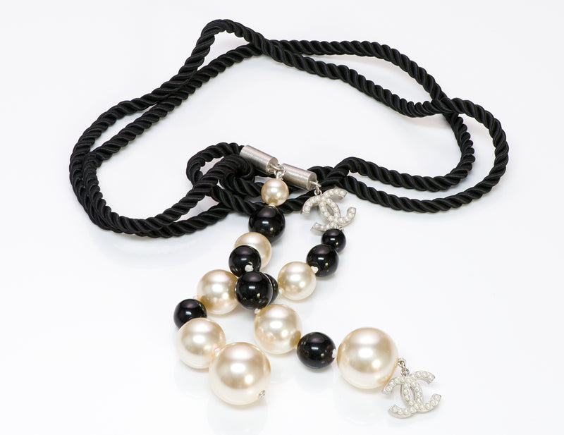 Chanel CC 2004 Black White Pearl Rope Necklace