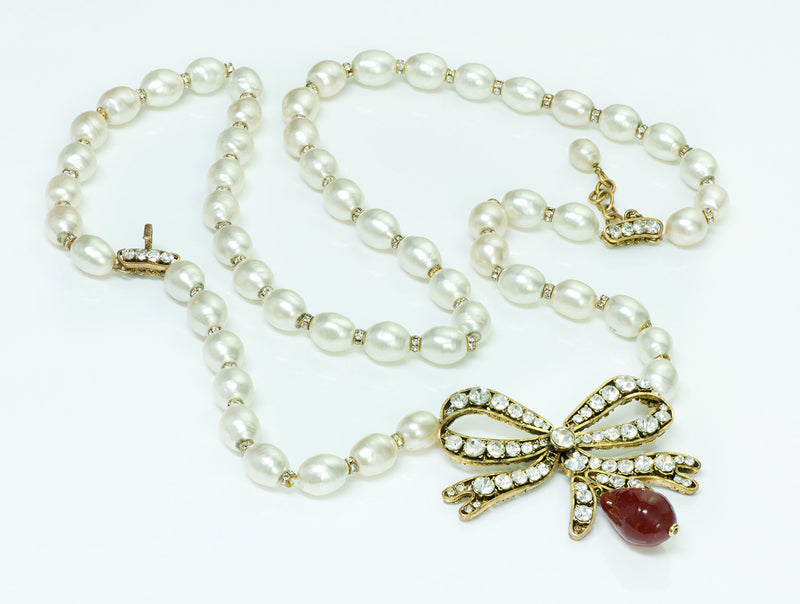 Coco Chanel Gripoix Bow Pearl Necklace