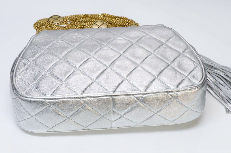 CHANEL CC Silver Metallic Quilted Leather Tassel Chain Bag 4