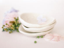 Load image into Gallery viewer, Porcelain Trinket dish