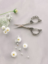 Load image into Gallery viewer, Petit Floral Scissors