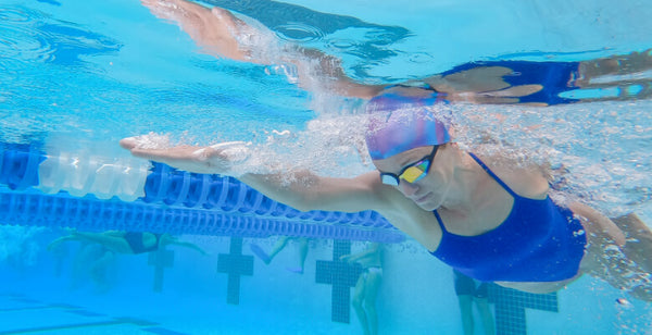How to Remove Chlorine From Your Hair - Wear a swimming cap