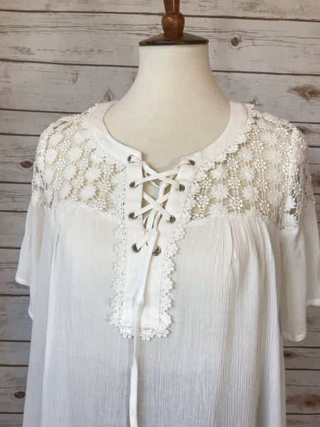 White Lace Top with  Sleeve - Elizabeth's Boutique