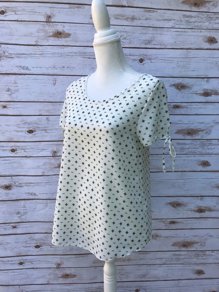 Lizabell White Printed Top - Elizabeth's Boutique
